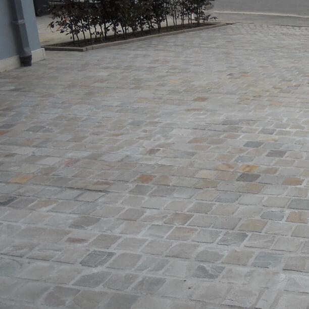 entrée garage pierre
